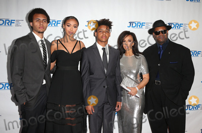 Jimmy Jam Photo - 22 April 2017 - Beverly Hills California - Tyler Harris Bella Harris Max Harris Lisa Harris and Jimmy Jam JDRF LA Chapters Imagine Gala held at The Beverly Hilton Hotel Photo Credit AdMedia