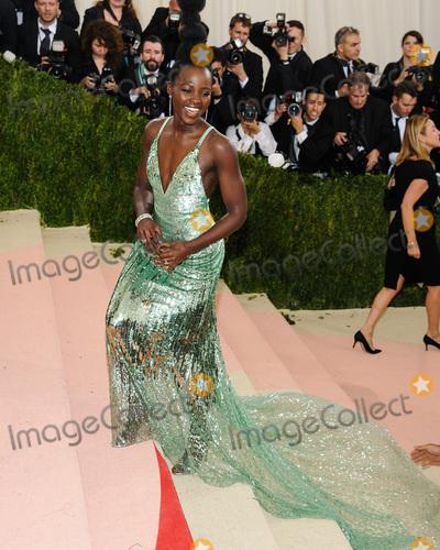 Lupita Nyongo Photo - 02 May 2016 - New York New York- Lupita Nyongoo  Metropolitan Museum of Art Costume Institute Gala Manus x Machina Fashion in the Age of Technology Photo Credit Christopher SmithAdMedia