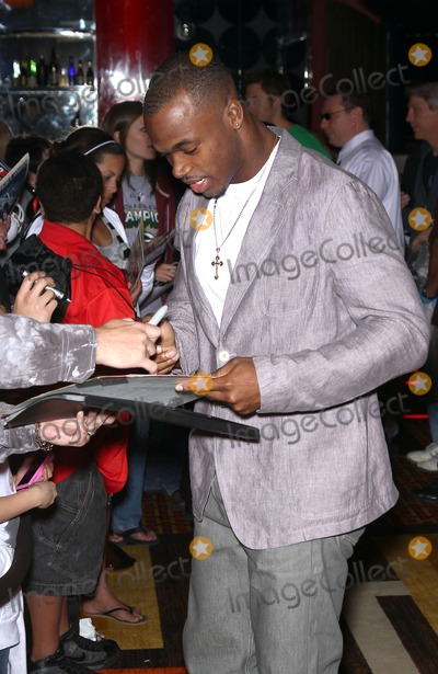 Adrian Peterson Photo - 19 February 2011 - Las Vegas Nevada - Adrian Peterson Celebrities Poker Pros and Football Stars Raise Their Hand For Africa Texas Holdem Charity Tournament at the Golden Nugget Hotel and Casino Photo MJTAdMedia