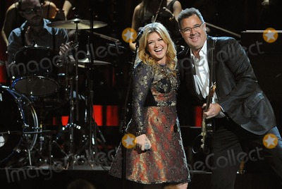 Kelly Clarkson Photo - 01 November 2012 - Nashville Tennessee - Kelly Clarkson Vince Gill The 46th Annual CMA Awards Country Musics Biggest Night held at Bridgestone Arena Photo Credit Laura FarrAdMedia