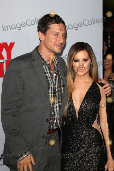 Ashley Tisdale Photo - Simon Rex Ashley Tisdaleat the Scary Movie V Premiere Cinerama Dome Hollywood CA 04-11-13