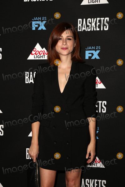 Aya Photo - Aya Cashat the Baskets Red Carpet Event The Pacific Design Center West Hollywood CA 01-14-16