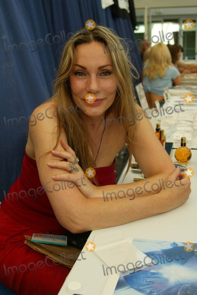 Virginia Hey Photo - Virginia Hey At Comic-Con International 2004 San Diego Convention Center San Diego CA 07-24-04