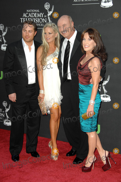 Robin McGraw Photo - Dr Phil McGraw with Robin McGraw and family at the 36th Annual Daytime Emmy Awards Orpheum Theatre Los Angeles CA 08-30-09
