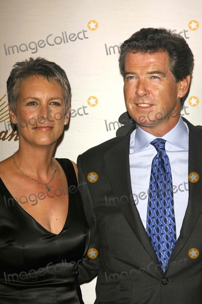 Jamie Lee Curtis Photo - Jamie Lee Curtis and Pierce Brosnanat the 2006 Partners Award Gala presented by Oceana Esquire House Los Angeles CA 11-09-06