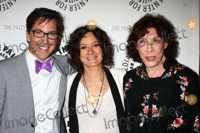 Sara Gilbert Photo - Dan Bucatinsky Sara Gilbert Lily Tomlinat The Paley Center Presents An Evening With Web Therapy Paley Center for Media Beverly Hills CA 07-16-13