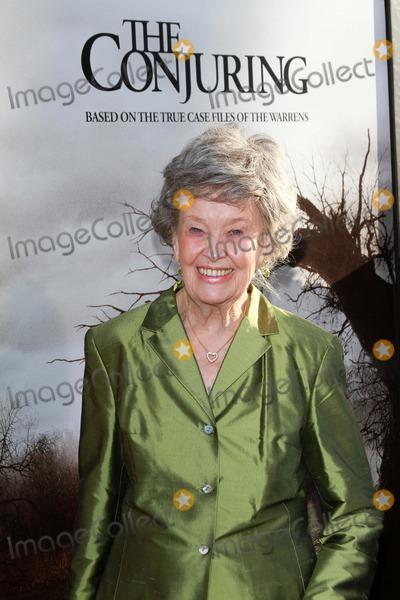 Lorraine Warren Photo - Lorraine Warrenat The Conjuring Los Angeles Premiere Cinerama Dome Hollywood CA 07-15-13