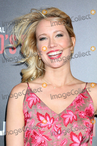 Anna Camp Photo - Anna Campat the Premiere Of Hulus The Handmaids Tale Cinerama Dome Hollywood CA 04-25-17