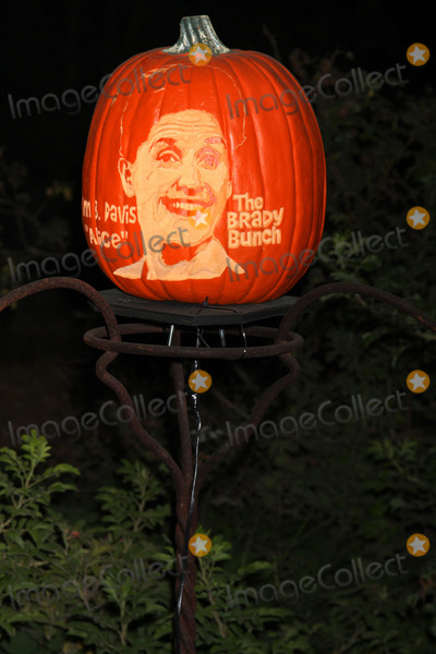 Ann B Davis Photo - Ann B Davis Carved Pumpkinat the RISE of the Jack OLanterns Descanso Gardens La Canada Flintridge CA 10-04-14David EdwardsDailyCelebcom 818-915-4440