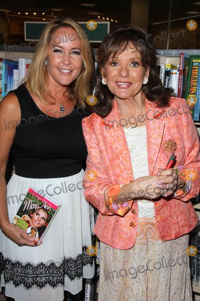 Dawn Wells book signing