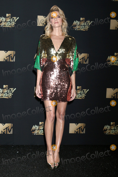 Allison Williams Photo - LOS ANGELES - MAY 7  Allison Williams at the MTV Movie and Television Awards on the Shrine Auditorium on May 7 2017 in Los Angeles CA