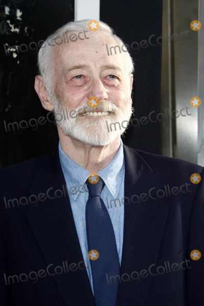 John Mahoney Photo - LOS ANGELES - JUL 27  John Mahoney arrives at the Flipped Premiere at Cinerama Dome at ArcLight Theaters on July27 2010 in Los Angeles CA