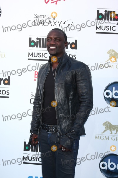 Akon Photo - LOS ANGELES -  MAY 19  Akon arrives at the Billboard Music Awards 2013 at the MGM Grand Garden Arena on May 19 2013 in Las Vegas NV