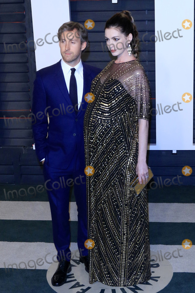 Adam Shulman Photo - LOS ANGELES - FEB 28  Adam Shulman Anne Hataway at the 2016 Vanity Fair Oscar Party at the Wallis Annenberg Center for the Performing Arts on February 28 2016 in Beverly Hills CA
