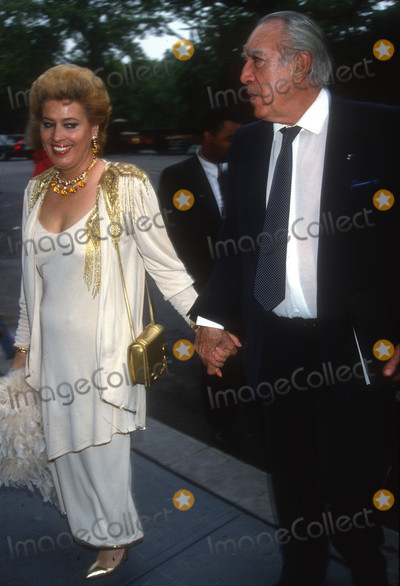 Anthony Quinn Photo - Anthony Quinn1425JPG1992 FILE PHOTO New York NYAnthony Quinn wife YolandaAdam Scull-PHOTOlinknetONE TIME REPRODUCTION RIGHTS ONLYNO WEBSITE USE WITHOUT AGREEMENTE-TABLETIPAD  MOBILE PHONE APPPUBLISHING REQUIRE ADDITIONAL FEES718-374-3733-OFFICE - 917-754-8588-CELLeMail INFOPHOTOLINKNET