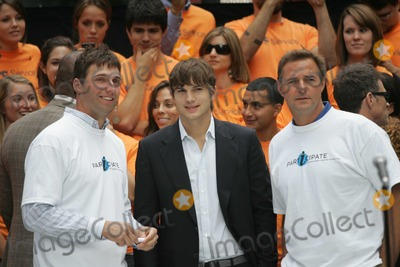 Al Leiter Photo - New York New York 09-10-2009(L-R) Jeff Francoeur Ashton Kutcher and Al Leiter attend press conference for the Entertainment Industry Foundation kick-off for two major initiatives encouraging volunteering at Father Duffy Square in Times SquareDigital photo by Art Trainor-PHOTOlinknet