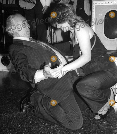 Anthony Quinn Photo - Anthony Quinn3983JPGCelebrity Archaeology1981 FILE PHOTONew York NYAnthony Quinn dancing to the soundtrack of Zorba the GreekPhoto by Adam Scull-PHOTOlinknet