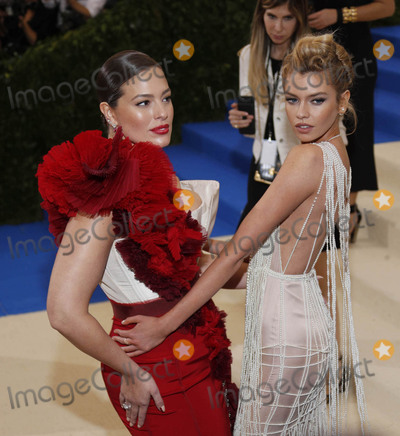 Ashley Graham Photo - Photo by XPXstarmaxinccomSTAR MAXCopyright 2017ALL RIGHTS RESERVEDTelephoneFax (212) 995-11965117Ashley Graham and Stella Maxwell at the 2017 Costume Institute Gala - Rei KawakuboComme des Garcons Art Of The In-Between(Metropolitan Museum of Art NYC)