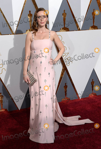 Emily Blunt Photo - Photo by PDstarmaxinccomSTAR MAXCopyright 2016ALL RIGHTS RESERVEDTelephoneFax (212) 995-119622816Emily Blunt at the 88th Annual Academy Awards (Oscars)(Hollywood CA USA)