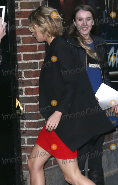 Jennifer Lawrence Photo - Photo by KGC-146starmaxinccomSTAR MAX2014ALL RIGHTS RESERVEDTelephoneFax (212) 995-1196111214Jennifer Lawrence arrives at The Late Show(NYC)