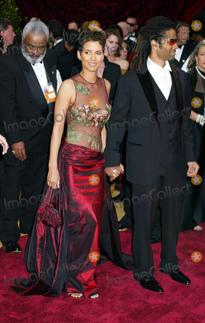 Halle Berry Photo - Photo by Russ EinhornSTAR MAX Inc 200232402Halle Berry and husband at the Oscars(CA)
