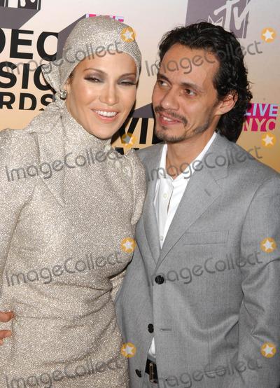 Jennifer Lopez Photo - Photo by Walter Weissmanstarmaxinccom200683106Jennifer Lopez and Marc Anthony at the 2006 MTV Video Music Awards(Radio City Music Hall NYC)