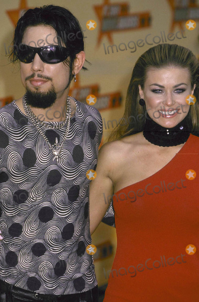 Dave Navarro Photo - Photo by Russ EinhornCopyright STAR MAX 2001MTV Movie AwardsJune 2_ 2001Shrine AuditoriumLos Angeles_CaliforniaDave Navarro and girlfriend Carmen Electra