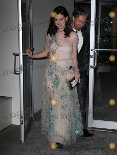 Ann Hathaway Photo - Photo by KGC-146starmaxinccomSTAR MAX2016ALL RIGHTS RESERVEDTelephoneFax (212) 995-1196111716Anne Hathaway and Adam Shulman are seen in New York City
