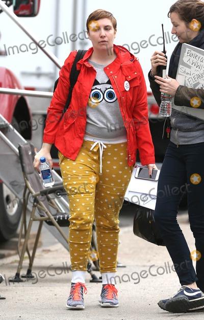 Lena Dunham Photo - Photo by KGC-146starmaxinccomSTAR MAX2015ALL RIGHTS RESERVEDTelephoneFax (212) 995-119641715Lena Dunham on the set of Girls in New York City(NYC)