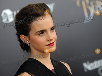 Emma Watson Photo - Photo by Dennis Van TinestarmaxinccomSTAR MAX2017ALL RIGHTS RESERVEDTelephoneFax (212) 995-119631317Emma Watson at the premiere of Beauty And The Beast in New York City