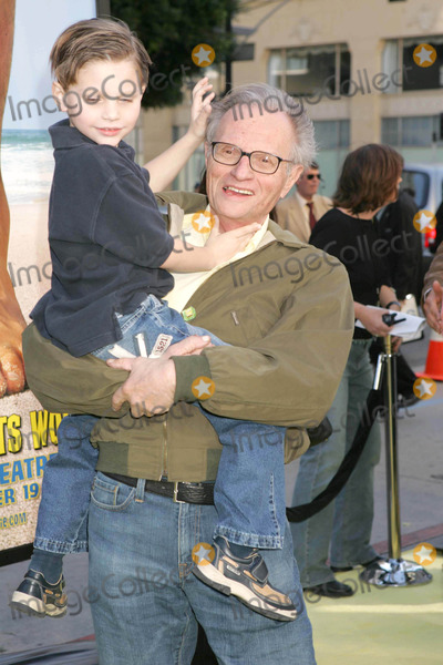 Larry King Photo - Photo by REWestcomstarmaxinccom2004111404Larry King and son at the premiere of Sponge Bob Square Pants The Movie(CA)