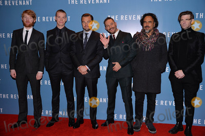 Tom Hardy Photo - Photo by KGC-42starmaxinccomSTAR MAX2016ALL RIGHTS RESERVEDTelephoneFax (212) 995-119611416Domhnall Gleeson Will Poulter Leonardo DiCaprio Tom Hardy and Alejandro Gonzalez Inarritu are seen at the premiere of The Revenant(London England)