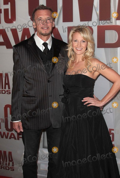 Kenny Loggins Photo - Photo by Quasarstarmaxinccom2011ALL RIGHTS RESERVEDTelephoneFax (212) 995-119611911Kenny Loggins and wife at the 45th Annual CMA Awards(Nashville TN)