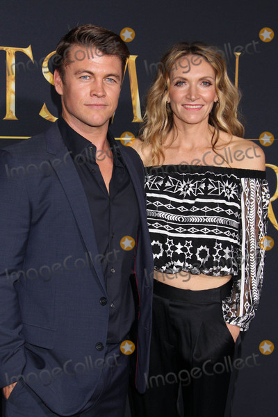LUKE HEMSWORTH Photo - Photo by REWestcomstarmaxinccomSTAR MAX2016ALL RIGHTS RESERVEDTelephoneFax (212) 995-119641116Luke Hemsworth and Samantha Hemsworth at the premiere of The Huntsman Winters War(Westwood CA)