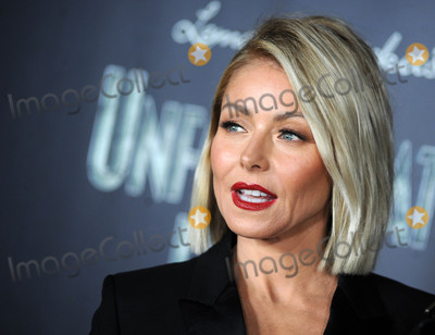 Kelly Ripa Photo - Photo by Dennis Van TinestarmaxinccomSTAR MAX2017ALL RIGHTS RESERVEDTelephoneFax (212) 995-119611117Kelly Ripa at a screening of Lemony Snickets A Series of Unfortunate Events(NYC)