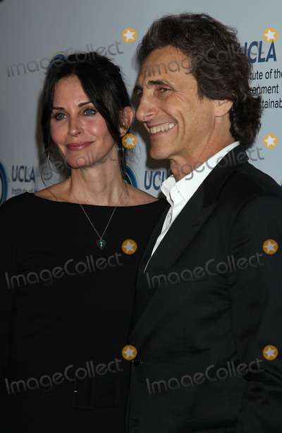 Lawrence Bender Photo - Photo by REWestcomstarmaxinccomSTAR MAX2014ALL RIGHTS RESERVEDTelephoneFax (212) 995-119632114Courteney Cox and Lawrence Bender at An Evening of Environmental Excellence Presented By The UCLA Institute of The Environment and Sustainability(Los Angeles CA)