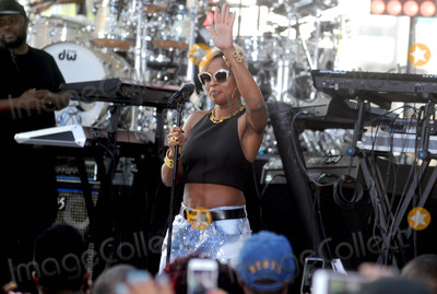 Mary J Blige Photo - Photo by Dennis Van TinestarmaxinccomSTAR MAX2017ALL RIGHTS RESERVEDTelephoneFax (212) 995-119651917Mary J Blige performs outside the TODAY studio for the Citi Concert Series on TODAY in New York City