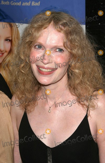 Mia Farrow Photo - Photo by Peter KramerSTAR MAX Inc - copyright 20038503Mia Farrow at the premiere of Le Divorce(NYC)