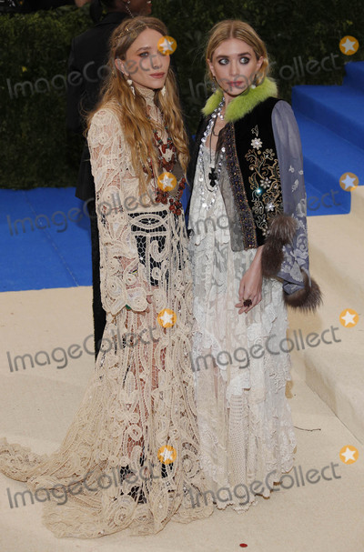 Ashley Olsen Photo - Photo by XPXstarmaxinccomSTAR MAXCopyright 2017ALL RIGHTS RESERVEDTelephoneFax (212) 995-11965117Mary-Kate and Ashley Olsen at the 2017 Costume Institute Gala - Rei KawakuboComme des Garcons Art Of The In-Between(Metropolitan Museum of Art NYC)