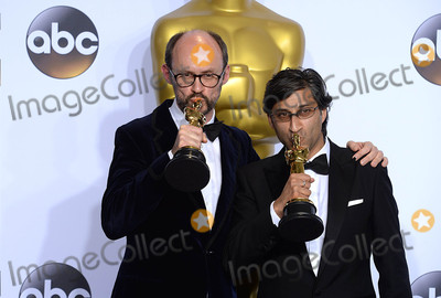 Asif Kapadia Photo - Photo by PDstarmaxinccomSTAR MAXCopyright 2016ALL RIGHTS RESERVEDTelephoneFax (212) 995-119622816James Gay-Rees and Asif Kapadia with the Academy Award for Best Documentary Feature at the 88th Annual Academy Awards (Oscars)(Hollywood CA USA)