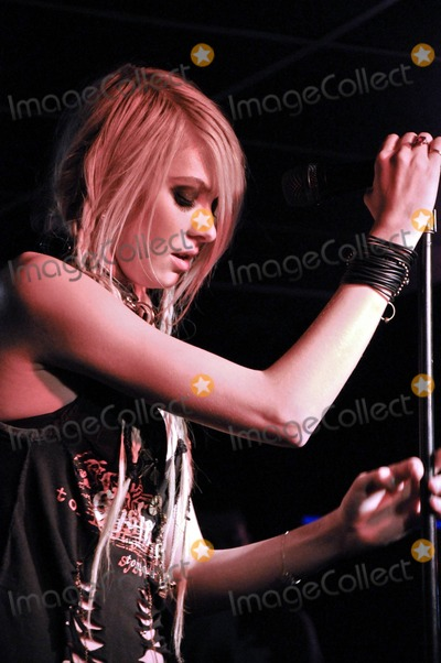 Pretty Reckless Pictures and Photos