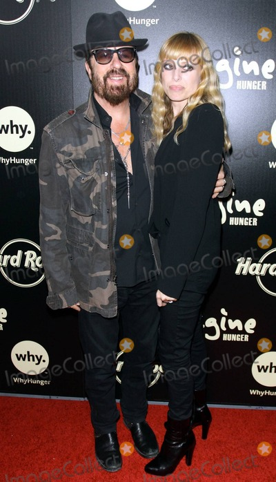 Anoushka Fisz Photo - David A Stewart with wife Anoushka Fisz attending Imagine Theres No Hunger Celebrating the Songs of John Lennon to benefit WhyHunger and its grassroots partners around the globe at the Hard Rock Cafe in Hollywood CA 11210