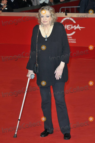 Anita Ekberg Photo - Anita Ekberg walks the red carpet at Auditorium Parco Della Musica for the premiere of La Dolce Vita celebrating the release of a restored version 50 years after the Italian movie was first released during the 5th International Rome Film Festival Rome ITA 103010