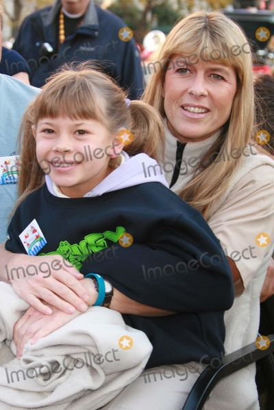Terry Irwin Photo - New York NY 11-22-07Bindi Irwin and Terri Irwin 80th Annual Thanksgiving Day ParadeDigital photo by Lane Ericcson-PHOTOlinknet