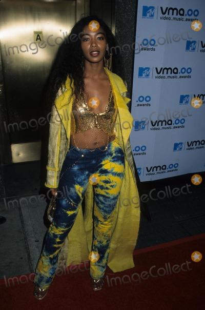 Ananda Lewis Photo - Ananda Lewis 2000 Mtv 2000 Video Music Awards at Radio City Music Hall in New York K19687hmc Photo by Henry Mcgee-Globe Photos Inc