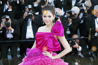 Araya Hargate Photo - CANNES FRANCE - MAY 20 Araya Hargate attends the120 Beats Per Minute (120 Battements Par Minute) screening during the 70th annual Cannes Film Festival at Palais des Festivals on May 20 2017 in Cannes France(Photo by Laurent KoffelImageCollectcom)