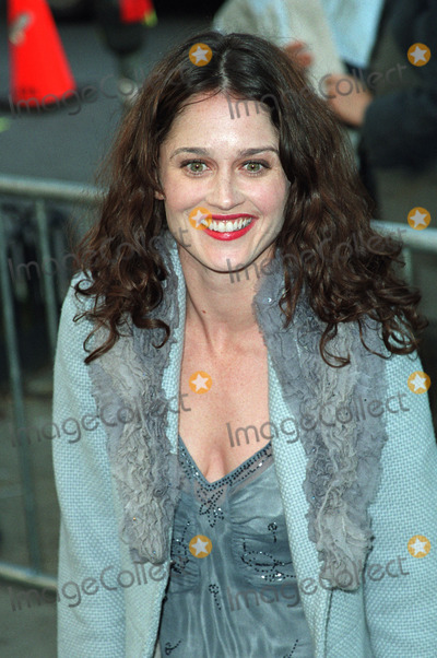 Robin Tunney Photo - Robin Tunney arriving at the New York premiere of Hollywood Ending April 23 2002