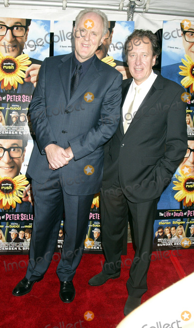Geoffrey Rush Photo - NEW YORK NOVEMBER 19 2004    Geoffrey Rush and John Lithgow at the New York premiere of The Life and Death of Peter Sellers