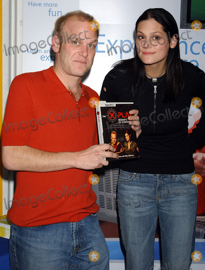 ADAM SESSLER Photo - NEW YORK NOVEMBER 12 2004    Morgan Webb and Adam Sessler promote their new book The X-Play Insiders Guide to Gaming at J  Rs on Park Row