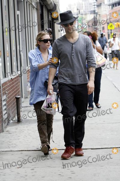 Justin Bartha Boyfriend Ashley Olsen Pictures ...